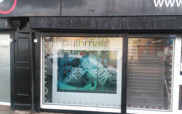 Bathmate gives tanks to Blackpool store for window display